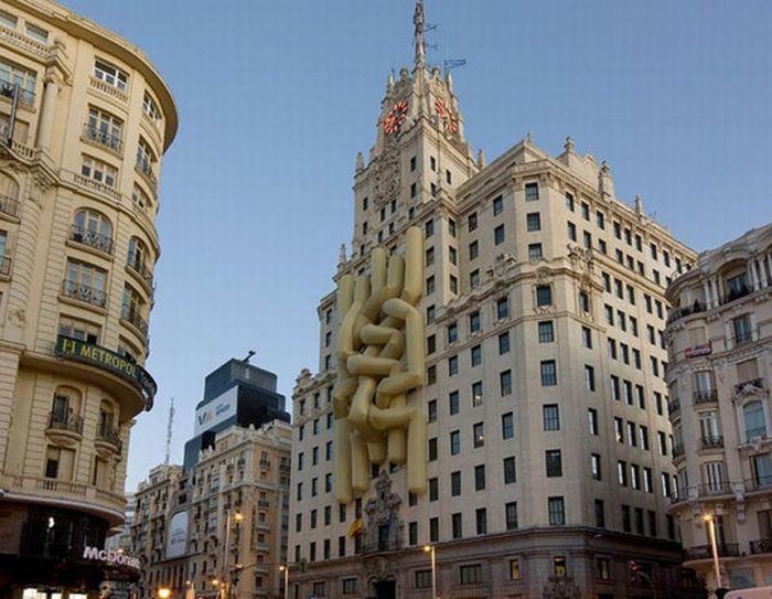 Giant Scale Street Art (10 pics)