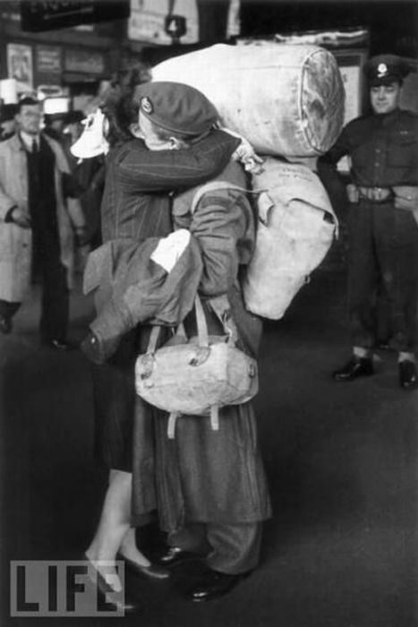 Soldiers Leave and Come Back Home (70 pics)