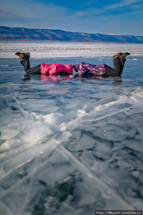 Frozen Lake Baikal (42 pics)