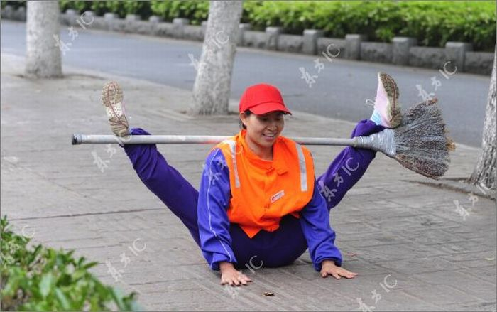 Sanitation Worker Show (10 pics)