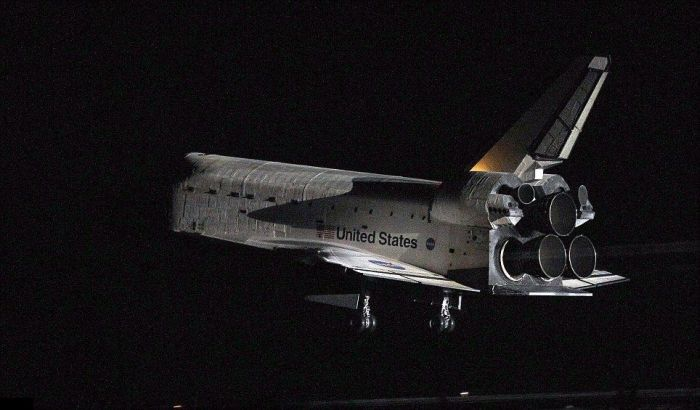 The Final Landing of Endeavour (8 pics + video)