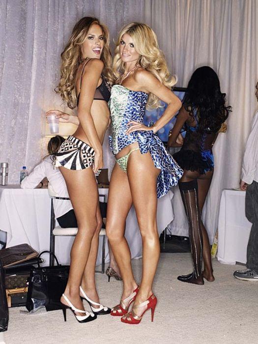 Models Backstage (58 pics)