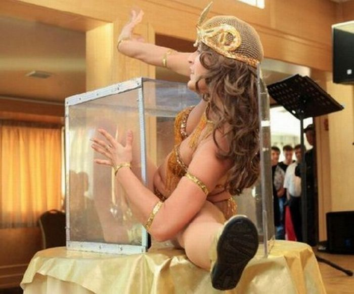 Girl in the Box (7 pics)