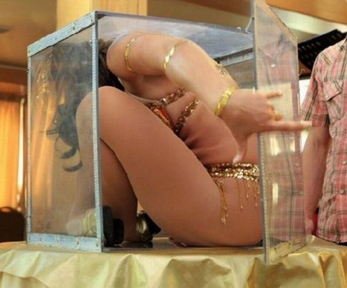 Girl in the Box (7 pics)