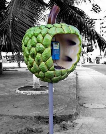 Cool Phone Booths (15 pics)