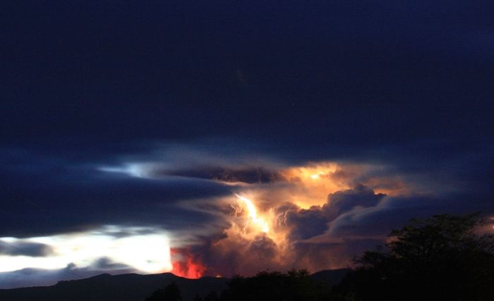 Chile's Puyehue Volcano Erupts (20 pics)