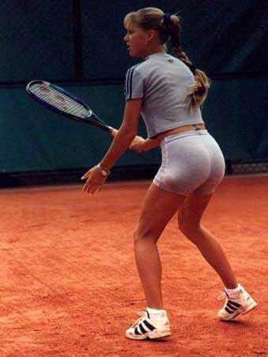 Anna Kournikova Turns 30 (39 pics)