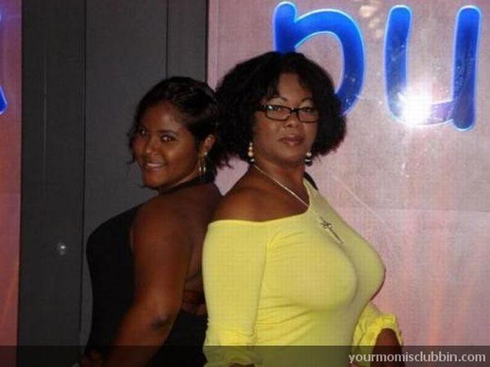 Moms at the Club (125 pics)