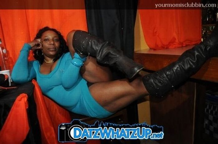 Moms at the Club (125 pics)