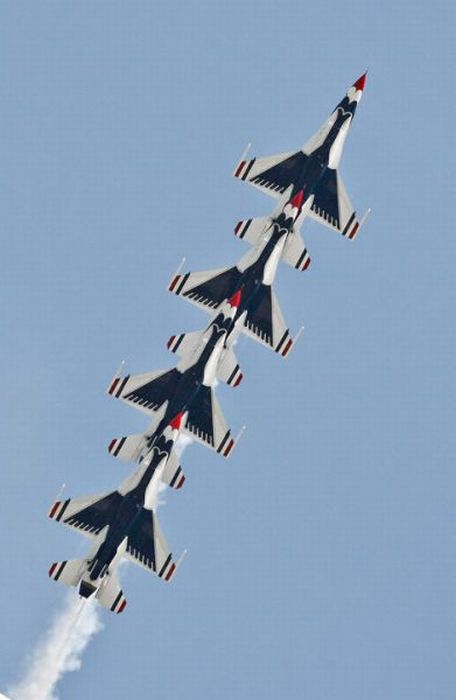 Amazing Air Show by the US Air Force (16 pics)
