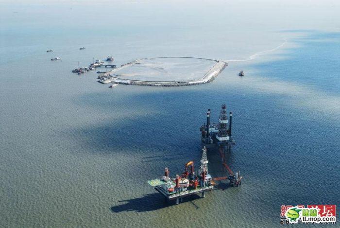 Construction of an Oil Drilling Platform (10 pics)