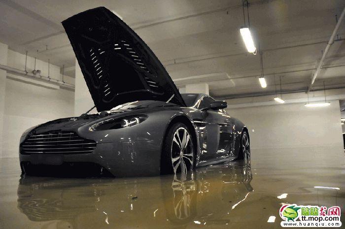 Sunken Supercars (8 pics)