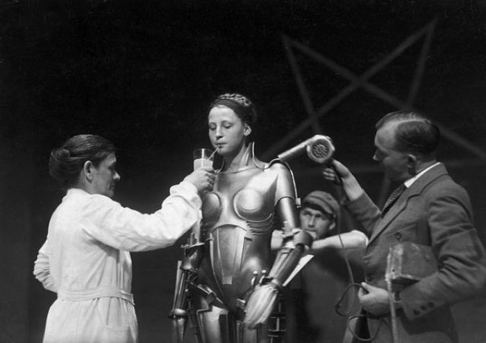 Behind the Scenes of the Famous Movies (15 pics)