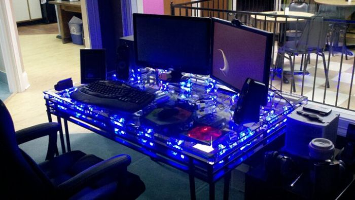 PC Inside a Table (7 pics)