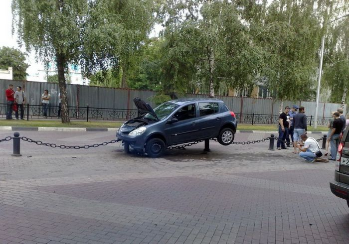 Crazy Parking Skills (3 pics)