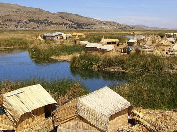 Floating Islands of Lake Titicaca (12 pics)
