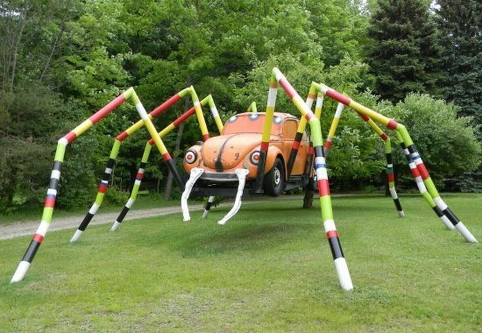 Monsters Made Out of Old Cars (10 pics)