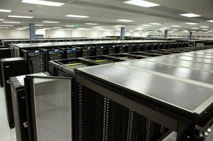 Inside a Facebook Server Farm (8 pics)