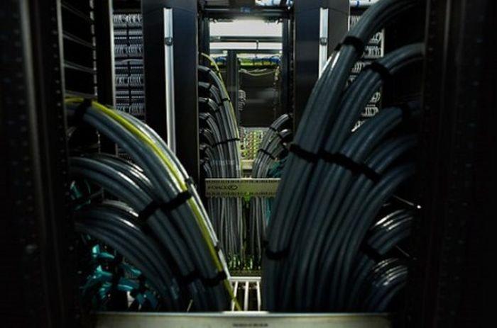 Inside a Facebook Server Farm (8 pics)
