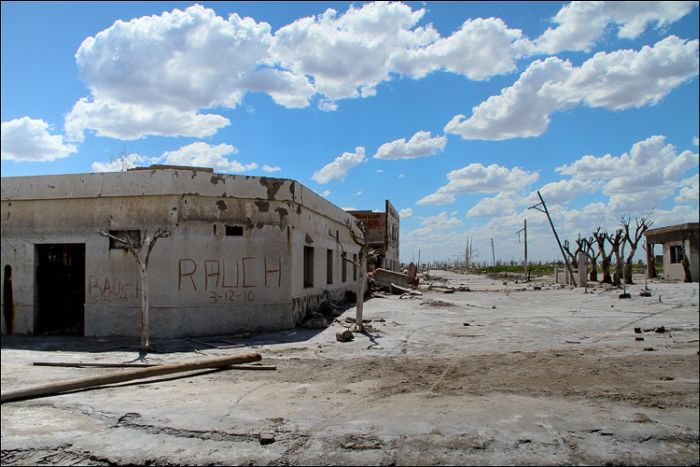 Ghost-Town - Epecuen, Argentina  (33 pics)