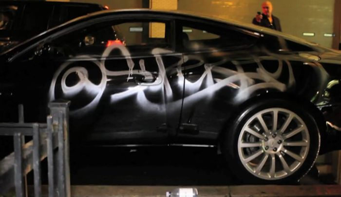 Aston Martin Graffiti (3 pics + video)