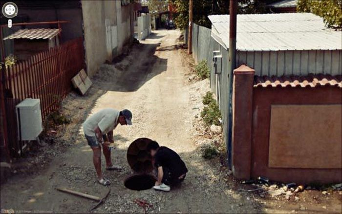 More Interesting Images Found on Google Street View (50 pics)