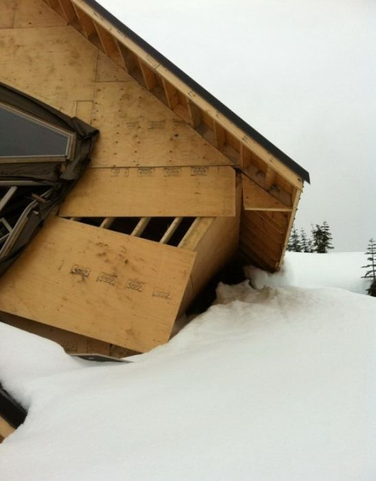 Houses Destroyed by Snow in Vancouver (11 pics)