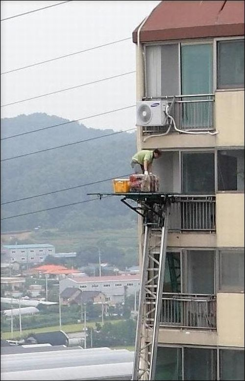 Dangerous Job (2 pics)
