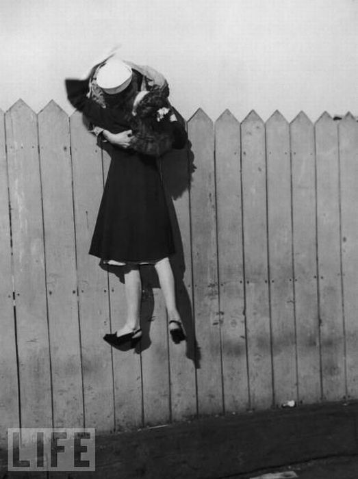 Kissing Everywhere (14 pics)