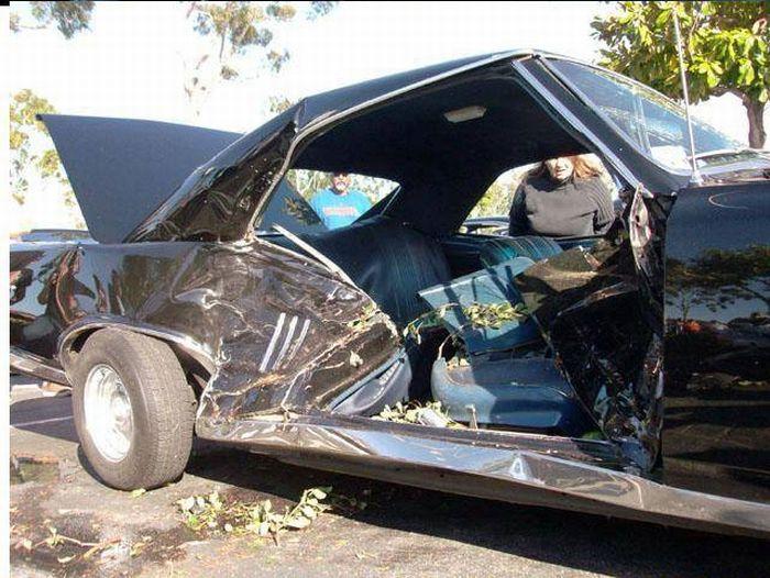 Classic Car Parade Crash (11 pics)