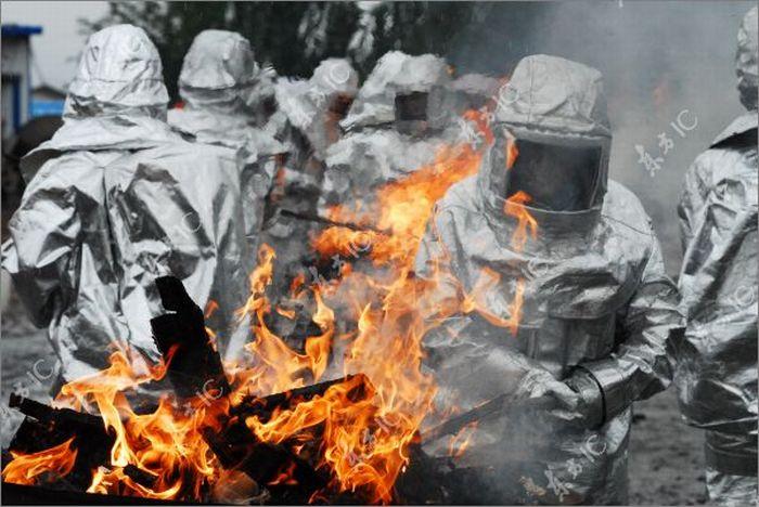 Chinese Police Burning Seized Drugs (8 pics)