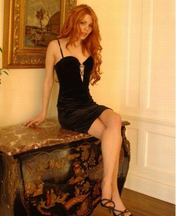 Girls in Tight Dresses (34 pics)