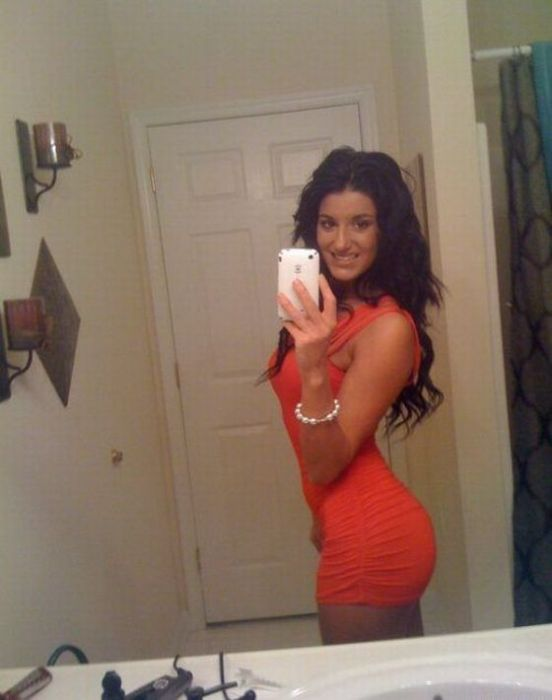 Girls in Tight Dresses (34 pics)