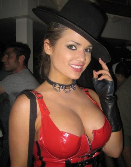 Cleavage Girls (40 pics)
