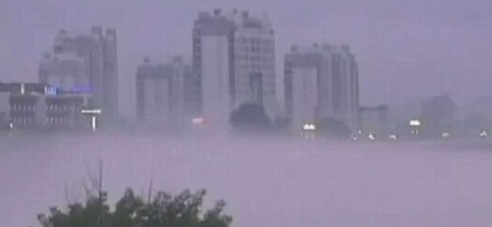 Ghostly Apparition of Entire City Appears over Chinese river (4 pics + 2 videos)
