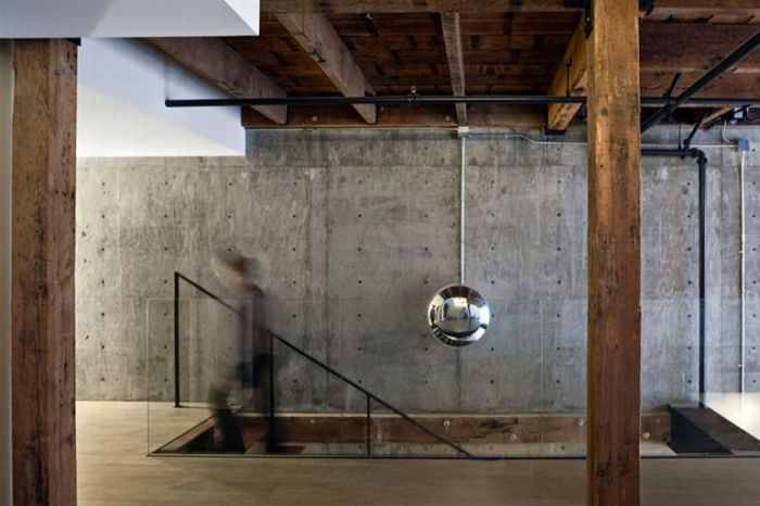 Awesome Apartment Inside an Old Warehouse  (9 pics)