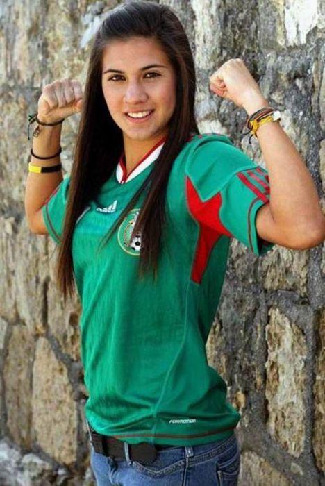 Soccer Girls (10 pics)