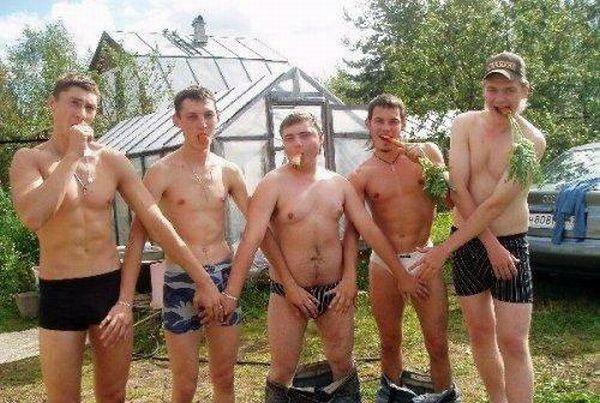 Men Doing Strange Things (21 pics)