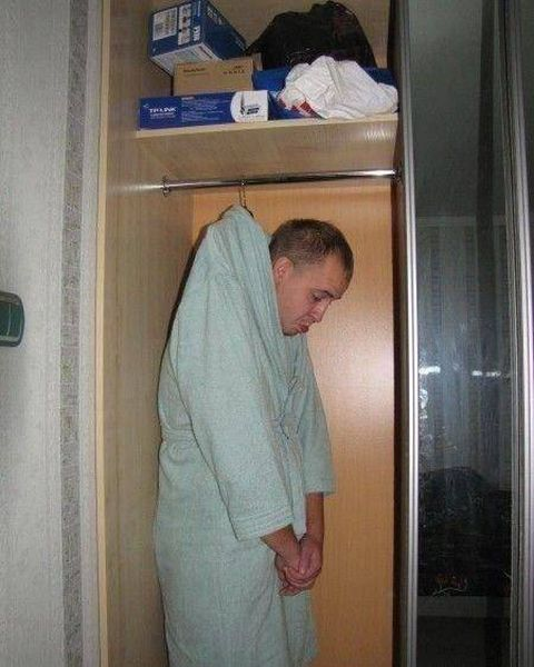 Men Doing Strange Things (21 pics)