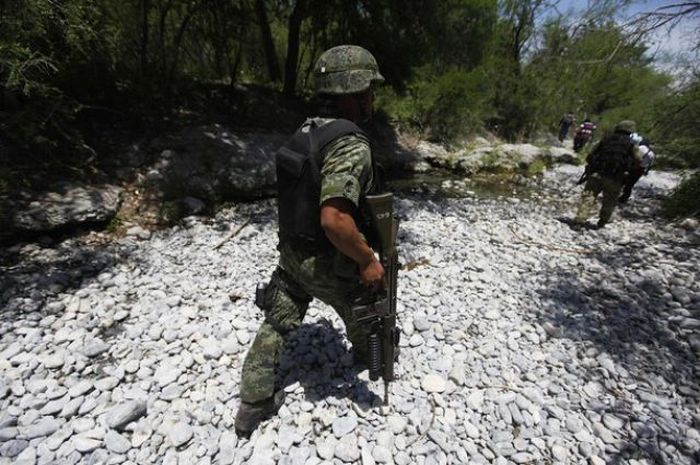 Weapons of a Mexican Drug Cartel (28 pics)