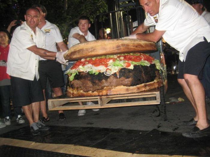World's Largest Burger (7 pics + video)