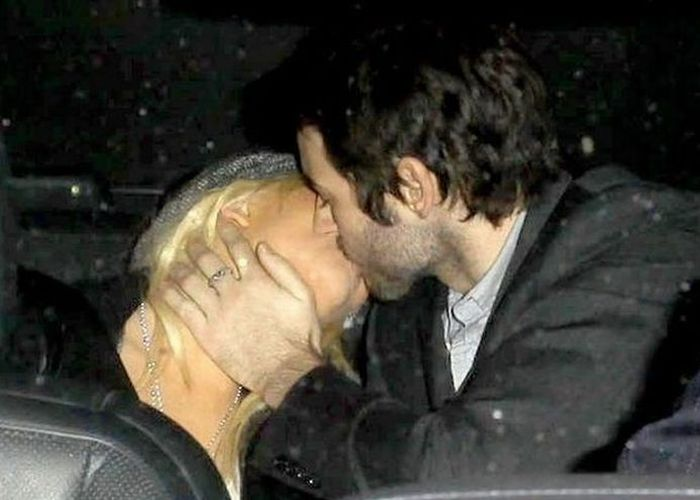 Kissing Celebrities (53 pics)