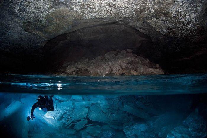 Beautiful Underwater Caves. Part 2 (23 pics)