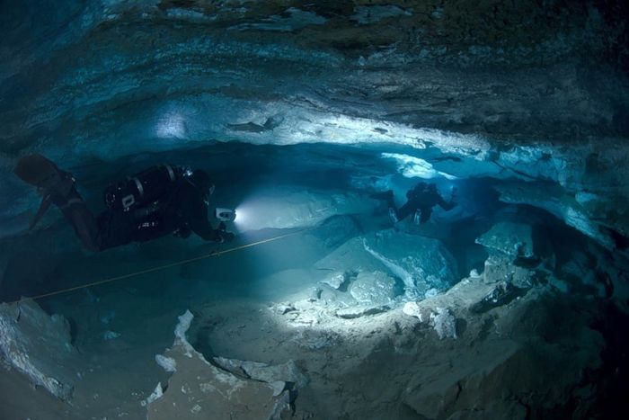 Beautiful Underwater Caves. Part 2 (23 pics)