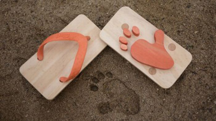 Beach Sandals with Animal Foot Prints  (6 pics)