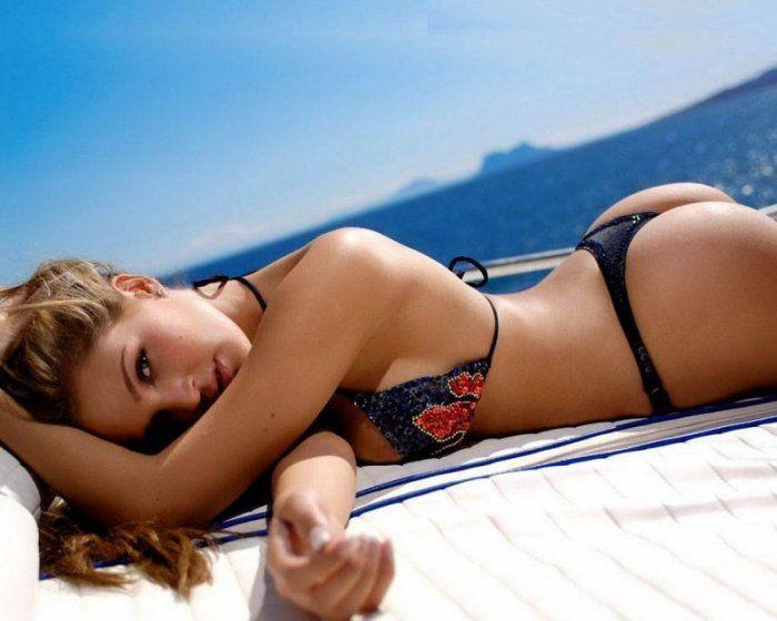 Yacht Girls in Bikini (55 pics)
