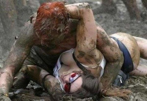 Bikini Mud Wrestling (39 pics)
