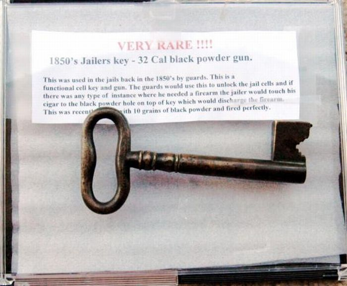 Guns Made from Jailers Keys (6 pics)