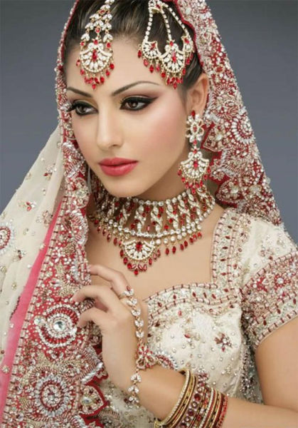 Beautiful Indian Brides (18 pics)