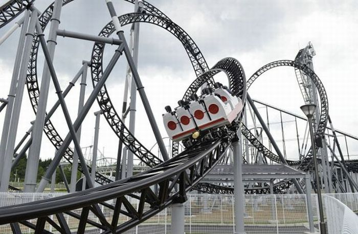 Takabisha, the World's Steepest Roller Coaster (14 pics + 1 video)